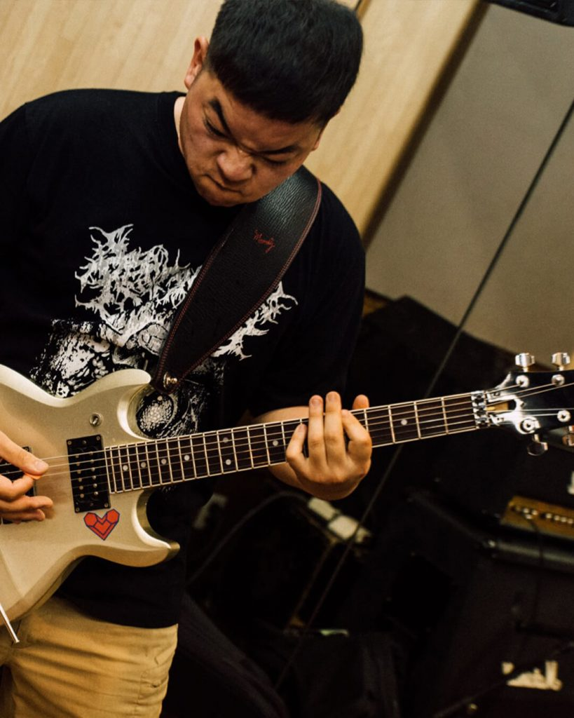 chorareii_soiledhate_powerviolence_zamohfied_guitar_playing